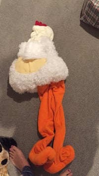 Size 5 chicken costume warm and cozy! Vaughan, L4J 5L7