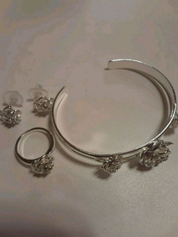 Brand new silver set of gorgeous set of