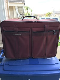 maroon travel luggage Bakersfield, 93312
