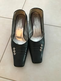 Pair of black leather heeled shoes Montreal, H8N 2B6