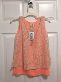 Childs shirt with attached flower necklace 21 mi
