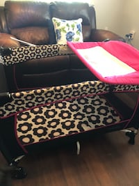 baby's black and pink travel cot Tampa, 33647