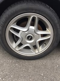 Chrome ford 5-spoke wheel with tire Mississauga, L4T 2T5