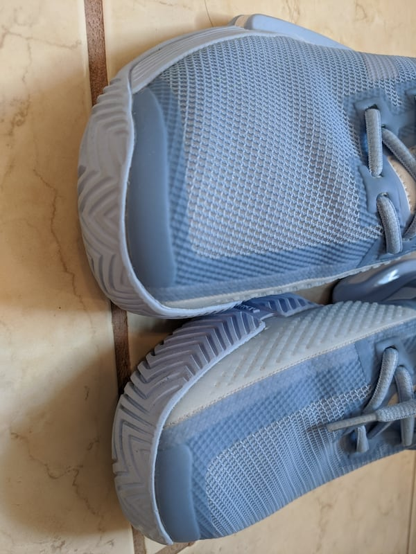 Adidas women's bounce tennis shoes size 8 but more like size 8.5 3acc23be-6c09-441a-8e2c-8c34055f3143