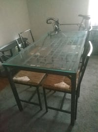 Dining room table set Mount Rainier, 20712