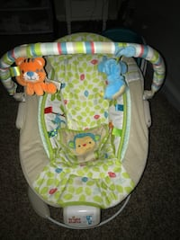 Baby's green, white, and gray bright starts mobile bouncer Merced, 95340