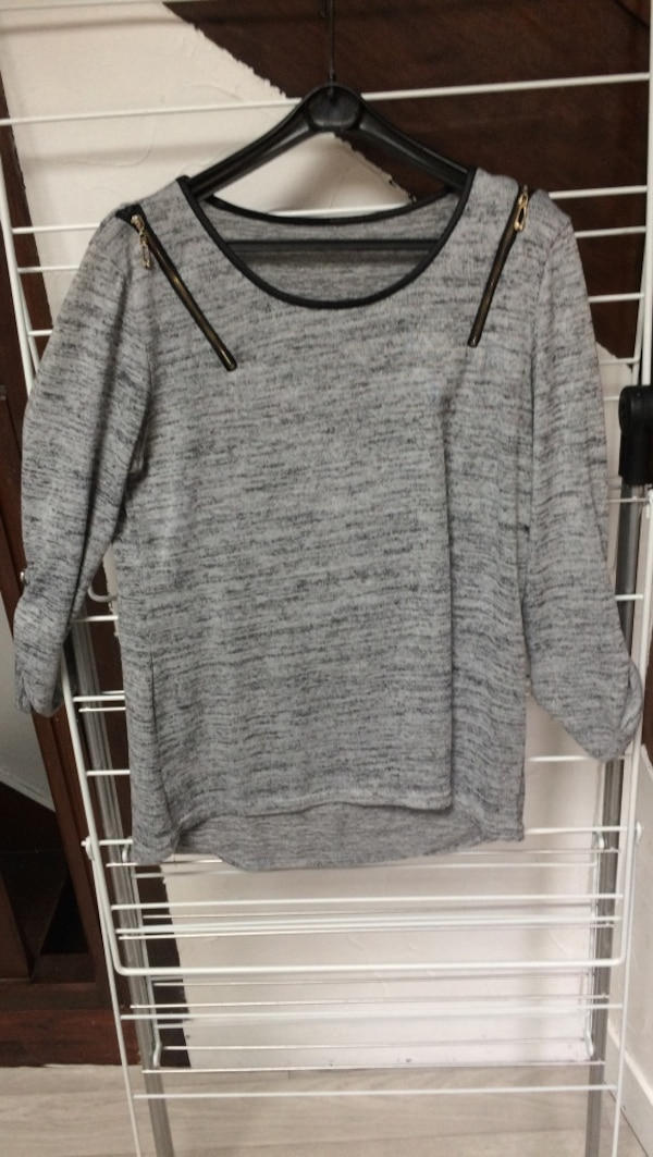Pull gris col rond