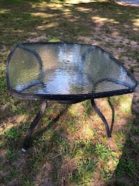 glass patio table  ****Reduced in price ** Waterford, 06385