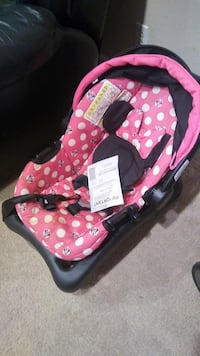 pink, black, and white polka-dot Minnie Mouse car seat carrier