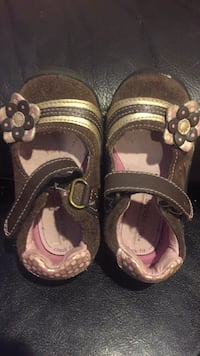 Pair of brown leather sandals -toddler - size 4 3725 km