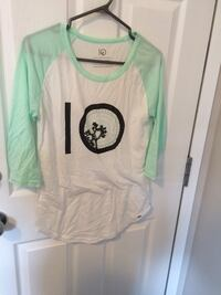 white and teal scoop-neck long-sleeved shirt