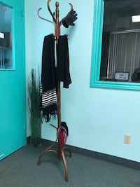 Wooden coat and hat stand Mississauga, L4X 1L2