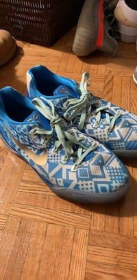 Nike basketball shoes Kobe size 5 Toronto, M5N 1K7