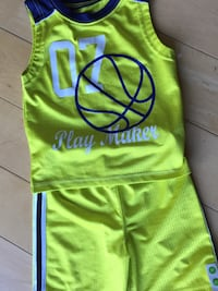 NEW Boys 3T Basketball Outfit  Des Plaines, 60016