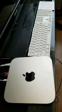 Mac Mini w/accessories