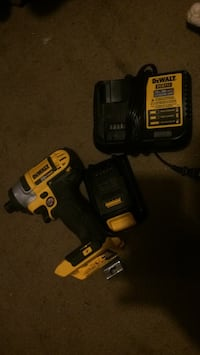 DeWalt cordless hand drill with charger Toledo, 43611