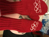 red and white knitted textile 馬卡姆, L3S 3M6