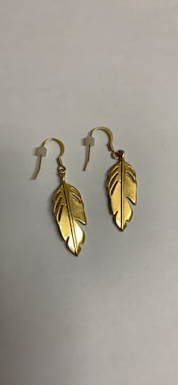 Dangly Feather Earrings Gold tone Mississauga
