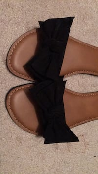 Cute black bow slip on size 8 Glenwood, 21738