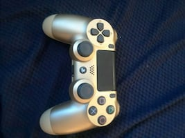 BARELY USED Ps4 controller