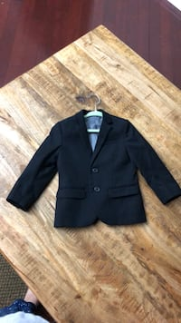 Little boy size3t black blazer wore just for two hours H&M