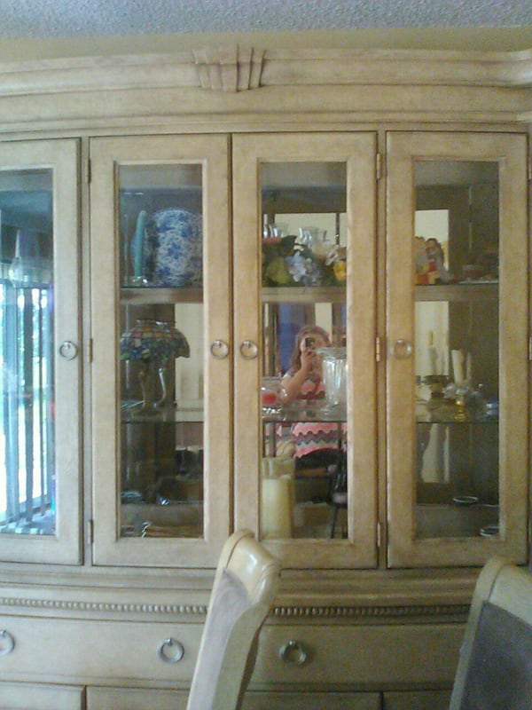 Used Rooms To Go Curio Cabinet For