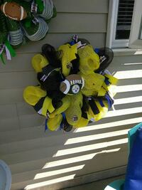 yellow and black American Football wreath Lancaster, 17602