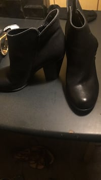 Pair of black leather boots Edgewater, 21037