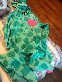 Gently pre owned kids onsie size 7/8 Barrie, L4N 0Y9