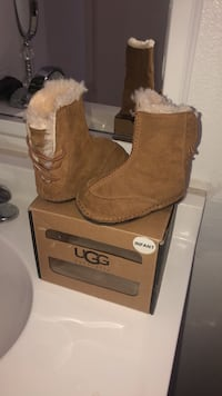 UGGS for girls size 2-3 small Santa Rosa, 95407