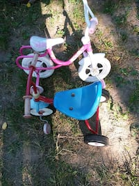 toddler's red and blue Radio Flyer pedal trike and bike bicycle with training wheels Pontiac, 48342