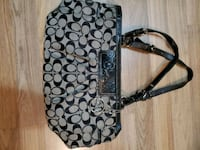 Ladies Coach purse and Guess handbag Mississauga, L5B 3Y1