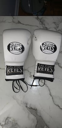 16 ounce Cleto Reyes Boxing Gloves New York, 11209