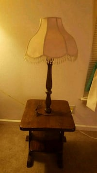 table with attached lamp and shade Elkton, 21921