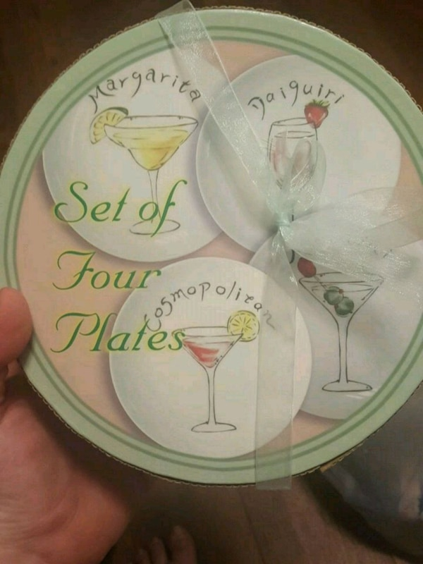 Set of plates and serving try