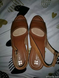 pair of brown leather heeled shoes Louisville, 40212