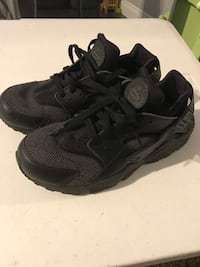 Nike Air Huaraches size 9 mens New Orleans, 70115
