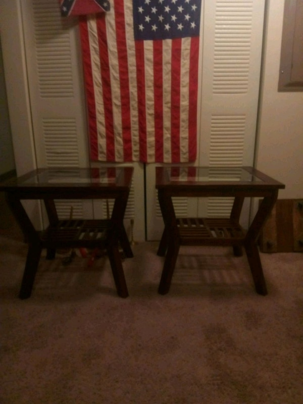 Used 2 end tables for sale in Indianapolis - letgo