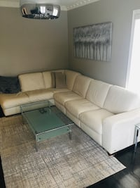 Italian leather couch Vaughan, L4J 7S5