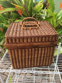 Luxury picnic basket w/ accessories