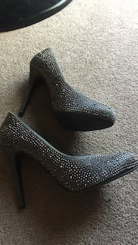 Pair of grey and silver sequin pumps Welland, L3C 7E8