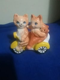 vintage salt and pepper shakers  Burlington, L7R 3S6