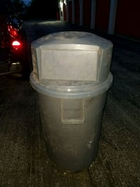 Used 55 gal trash can with wheels and lid Downers Grove, 60516