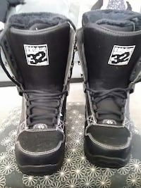 black snowboarding boots size 8.5