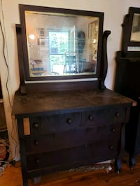 Antique dresser with swing mirror 66x42x21 Nashville, 37209