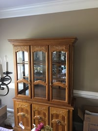 China Hutch, excellent condition  Julian, 27283
