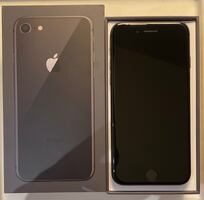 Iphone 8 Space Grey 64GB with headphones,charger & free phone case