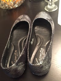 Pair of black leather flats Lancaster, 93535