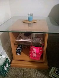 Wood & Glass rotating end table  Akron, 44304
