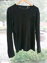 black scoop-neck long-sleeved shirt Nanaimo, V9R 1S4